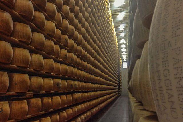 Modena 4 Madonne Queso Estantes Forme Parmigiano Reggiano