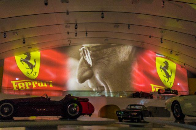Modena Museo Enzo Ferrari Proyeccion Commendatore