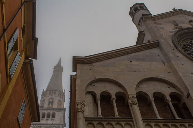 Italia Modena Duomo Ghirlandina Niebla