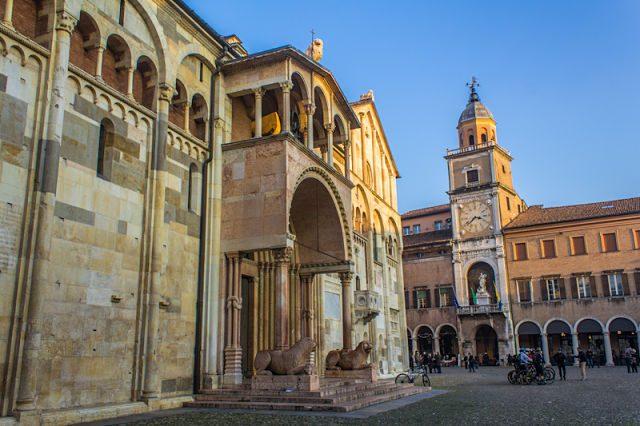 Italia Modena Plaza Piazza Grande Duomo Trasera