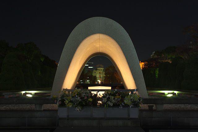 Japon Hiroshima Cenotafio Gembaku Nocturna