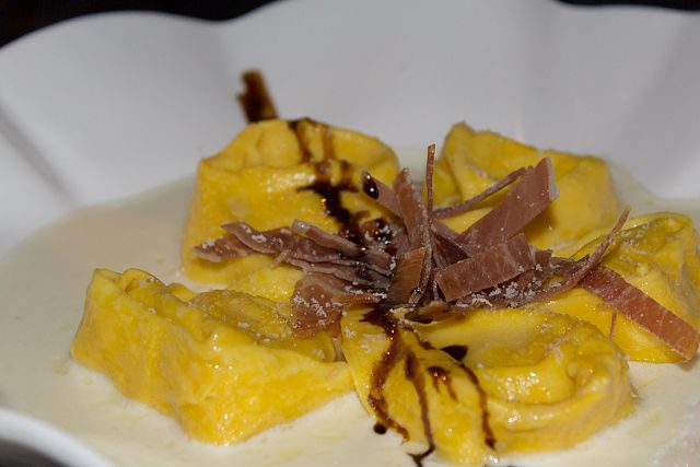 Pasta Rellena Italiana Modena Tortelloni Crema Parmesano Prosciutto