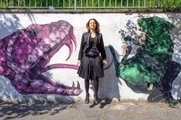 Descubriendo un nuevo salto frente a los graffitis del barrio de Quadraro en Roma