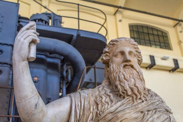 Roma diferente Museo Montemartini Estatua