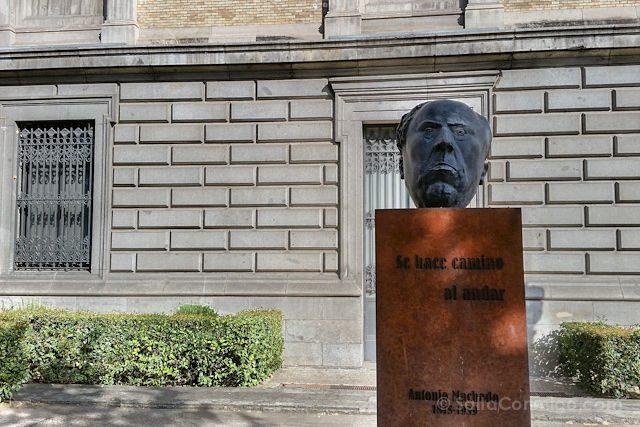 Madrid Estatua Antonio Machado Biblioteca Nacional