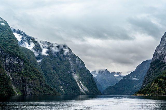 Noruega Naeroyfjord Paso Fiordo