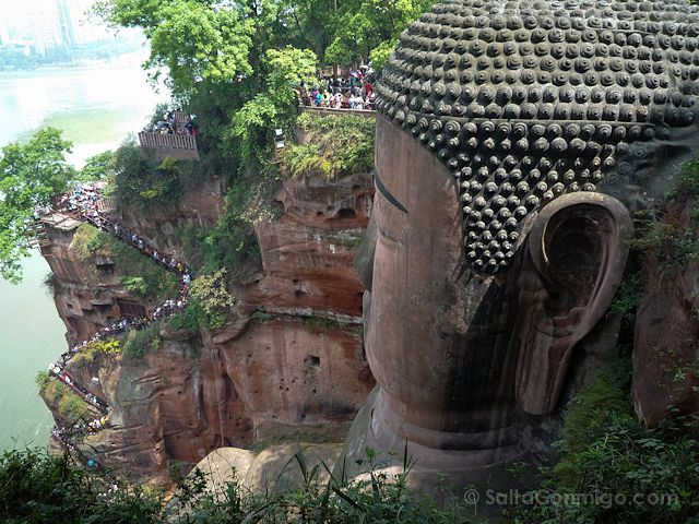 China Leshan Gran Buda Cabeza Escalera