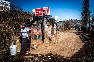 Sudafrica Soweto Recogiendo Agua