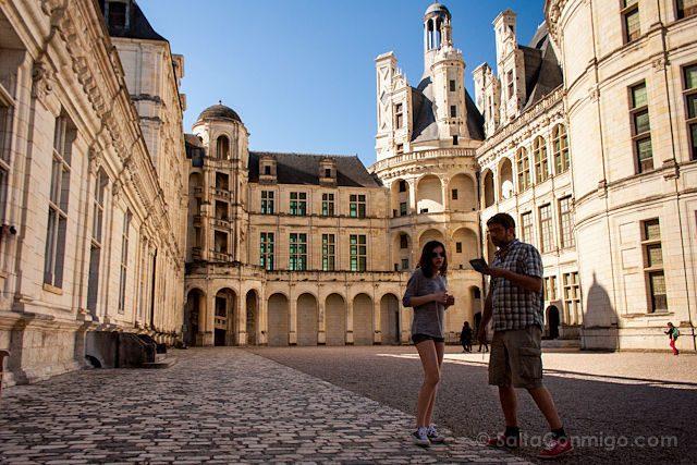 Francia Valle Loira Castillo Chambord Patio Pareja