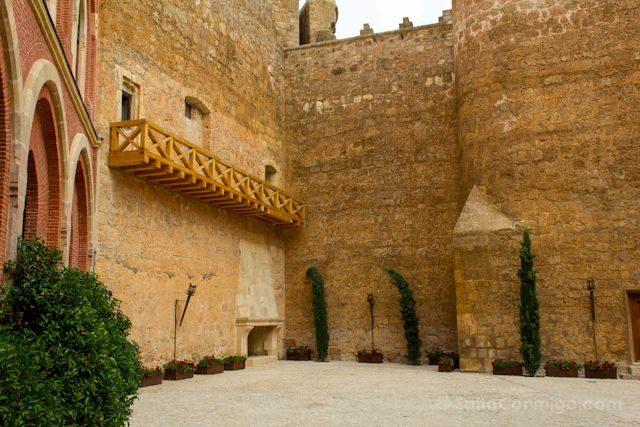 Cuenca Castillo Belmonte Patio Medieval