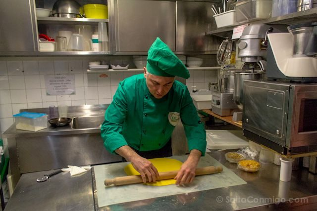 Italia Modena Curso Cocina Stallo del Pomodoro Massimiliano Telloli Alisando Pasta Cocinero
