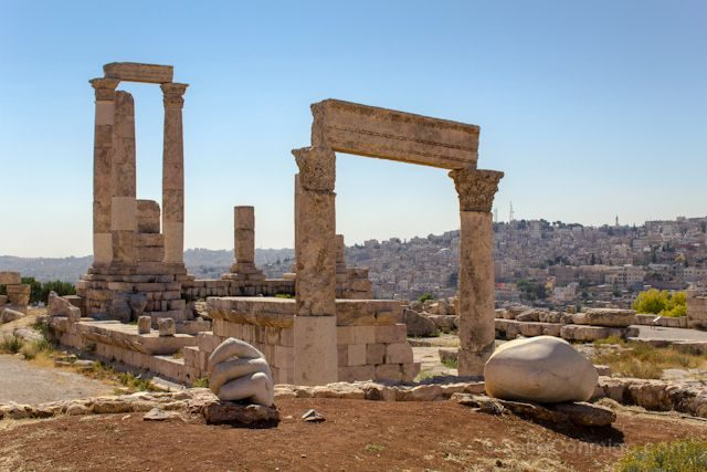 Jordania Amman Ciudadela Templo Hercules Mano