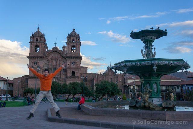 Peru Cuzco Plaza Armas Salto