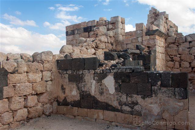 Jordania Castillos Desierto Qasr Al-Hallabat Basalto Arenisca