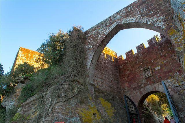 Tarragona Baix Camp Castillo Escornalbou Monasterio Arco Entrada