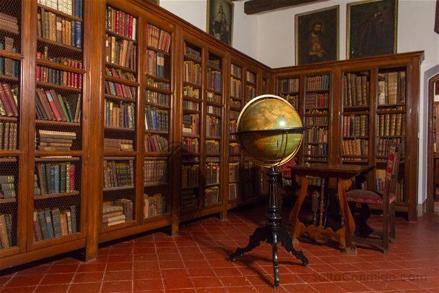 Tarragona Baix Camp Castillo Escornalbou Monasterio Casa Toda Biblioteca