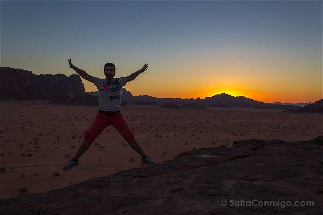 Jordania Desierto Rojo Wadi Rum Puesta Sol Salto