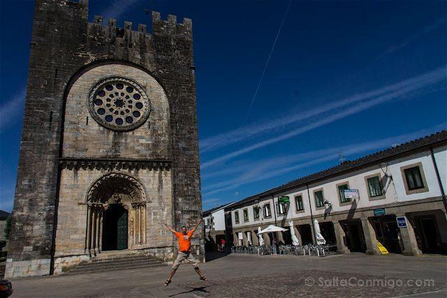 Portomarin Iglesia de San Juan Salto Camino de Santiago