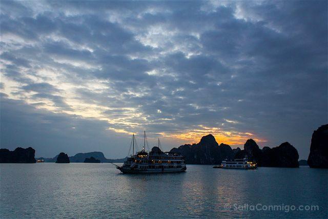 Vietnam Bahia Halong Amanecer