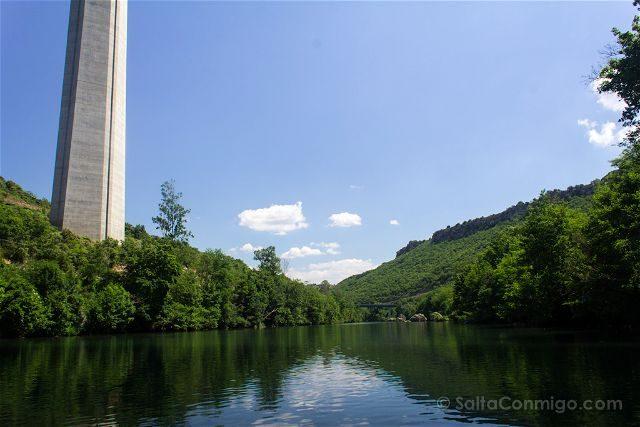 Francia Midi Pyrenees Aveyron Millau Tarn Barca Viaducto Pilar