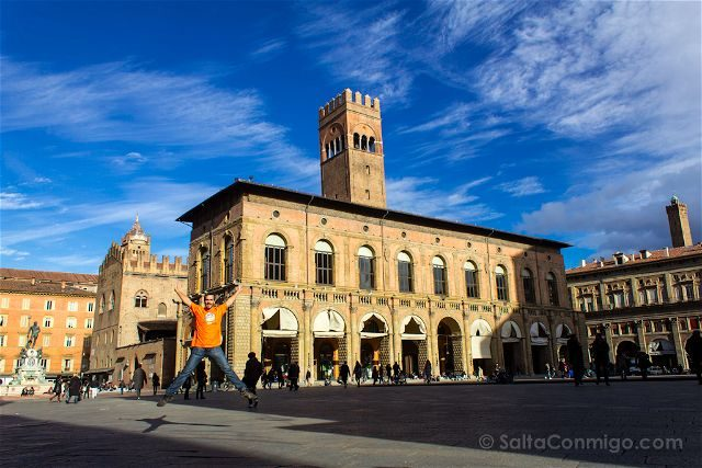 Italia Bologna Bolonia Piazza Maggiore Salto