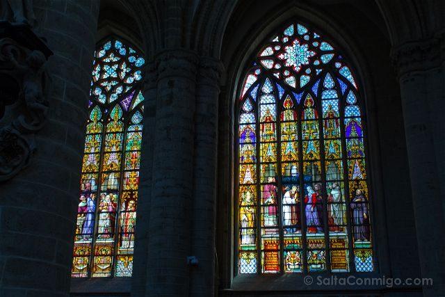 Que ver en Bruselas Catedral Interior Vidrieras