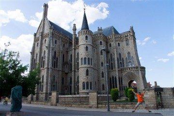 Castilla Leon Astorga Palacio Episcopal Salto