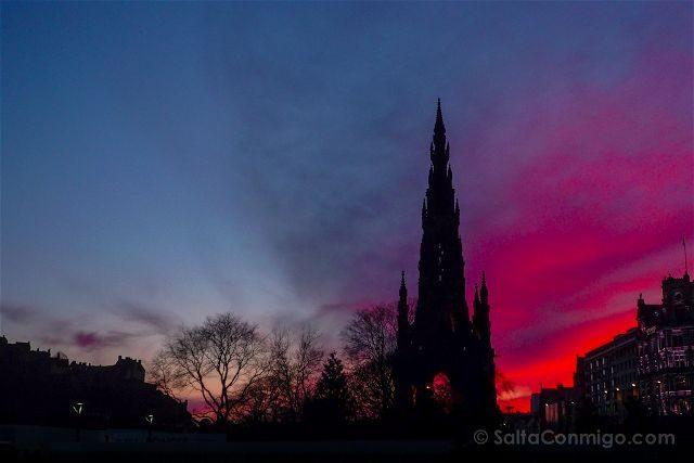 Escocia Edimburgo Monumento Walter Scott Atardecer