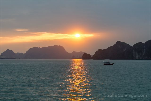 Vietnam Bahia Halong Bay Amanecer