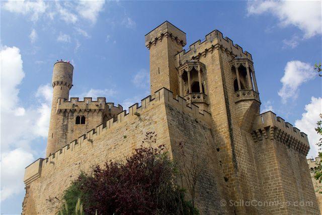 Navarra Olite Palacio Real Torres Exterior