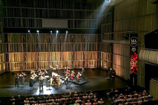 Belgica Flandes Brujas MAFestival Concertgebouw Escenario Tocando