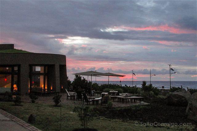 Chile Isla de Pascua Hotel Hangaroa Atardecer Piscina