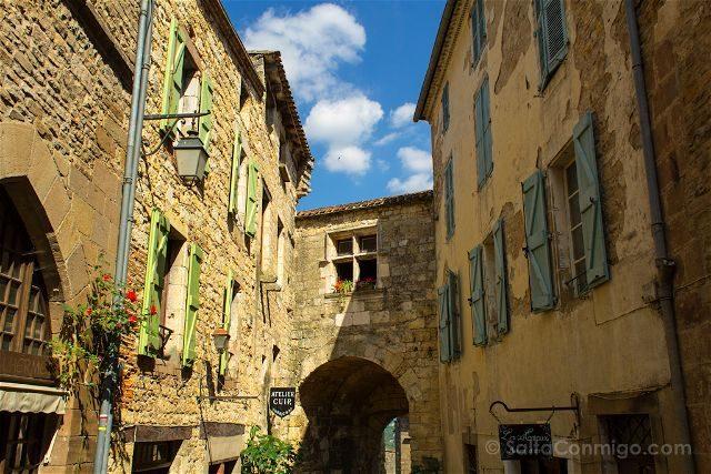 Francia Midi-Pyrenees Cordes-sur-ciel Calles Ventanas