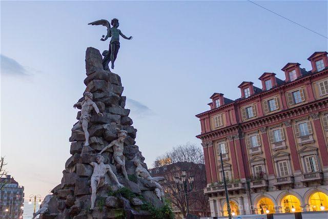 Italia Turin Estatua Angel Caido