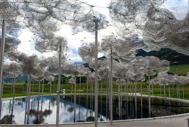 Austria Innsbruck Wattens Mundo Cristal Swarovski Nubes Piscina Espejo