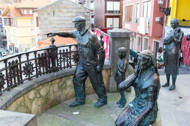 Euskadi Bikaia Bermeo Estatua Familia Pescadores