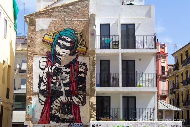 Grafiti Valencia Carrer Sant Dionis Deih Momia