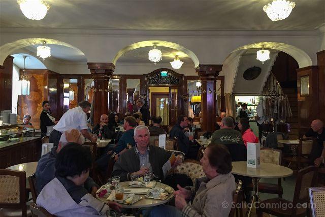 Austria Salzburgo Cafe Tomaselli Interior
