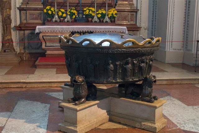 Austria Salzburgo Catedral Pila Bautismal Mozart
