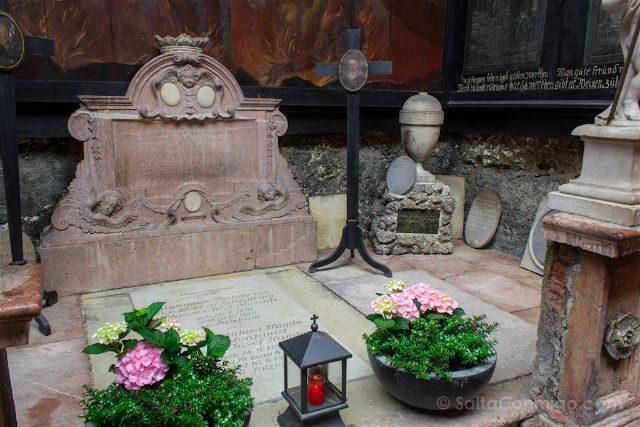 Austria Salzburgo Cementerio Petersfriedhof Tumba Maria Anna Mozart Michael Haydn