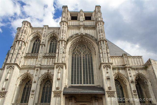 Que ver en Lovaina Bélgica Iglesia San Pedro Sint-Pieterskerk Fachada