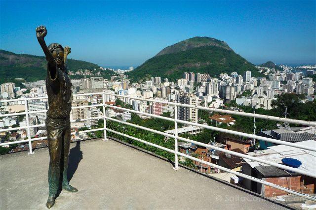 Brasil Rio De Janeiro Favela Santa Marta Plaza Estatua Michael Jacskon