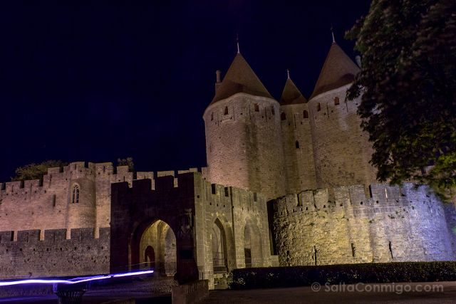 Que ver en Carcasona Carcassonne Muralla Puerta Narbona Nocturna