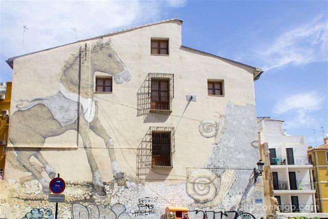 Grafitis Valencia Carrer Sant Dionis Caballo Caracoles