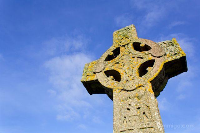 Irlanda Monasterio Clonmacnoise Ruinas Cruz Escrituras Celta Cross Scriptures Replica