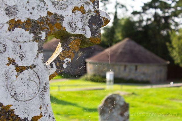 Irlanda Monasterio Clonmacnoise Ruinas Cruz Liquen