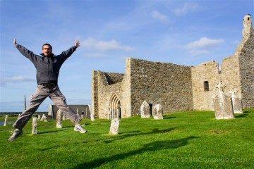 Irlanda Monasterio Clonmacnoise Ruinas Salto