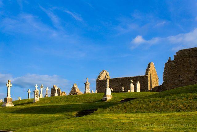 Irlanda Monasterio Clonmacnoise Ruinas Temple Melaghlin Kings Church Exterior Cruces Celtas
