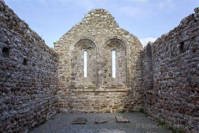 Irlanda Monasterio Clonmacnoise Ruinas Temple Melaghlin Kings Church Interior