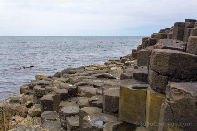 Irlanda del Norte Calzada del Gigante Giants Causeway Columnas Basalto Mar